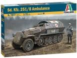 Italeri 7077 Sd.Kfz. 251/8 Ambulance 1:72