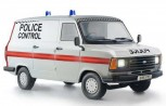 Italeri 3657 Ford Transit UK Police 1:24